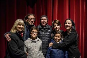Lluís Llach, Xavi Múrcia, Mirna Vilasís, Laura Almerich i fills